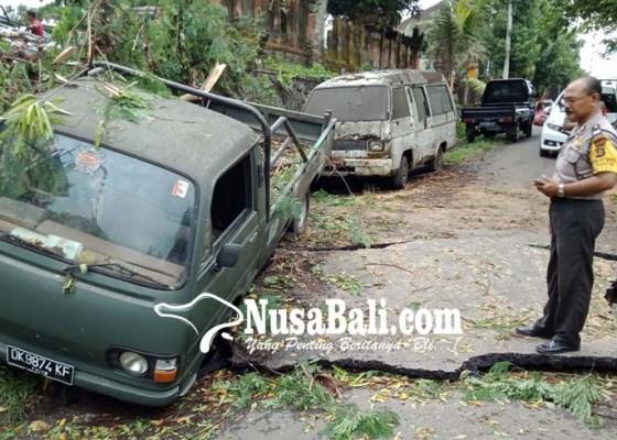 Nusabali.com - jalan-putus-pick-up-terperosok