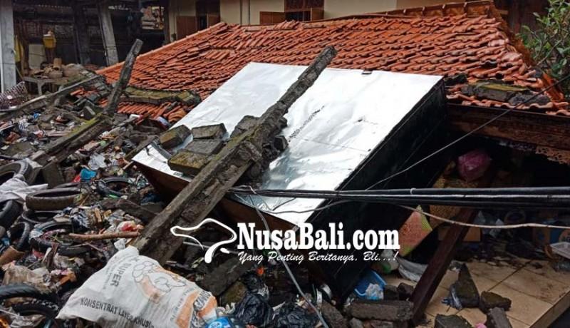 www.nusabali.com-diterjang-banjir-panyengker-ambruk