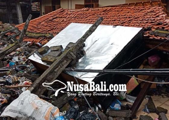 Nusabali.com - diterjang-banjir-panyengker-ambruk