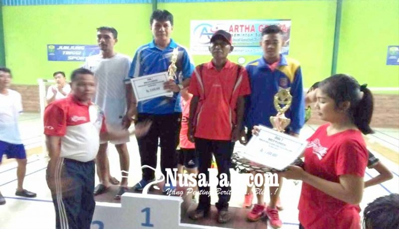 www.nusabali.com-klub-sinar-bhuana-boyong-piala-bupati