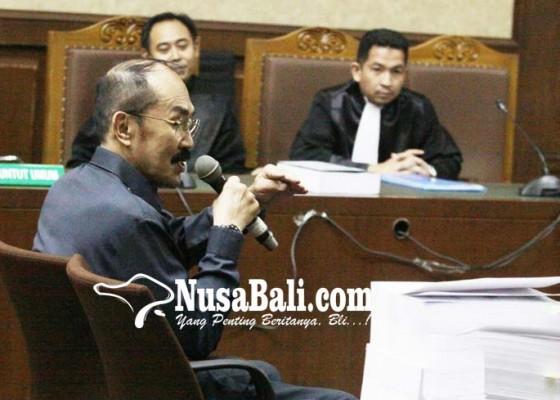 Nusabali.com - bacakan-pleidoi-fredrich-serang-jaksa
