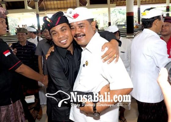 Nusabali.com - kampanye-berakhir-mandia-dan-kasta-berpelukan