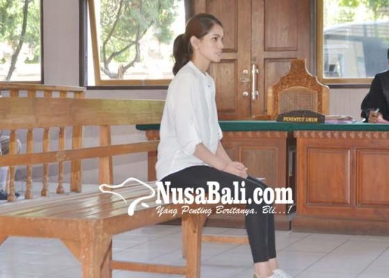 Nusabali.com - sidang-perdana-pramugari-cantik-terancam-20-tahun