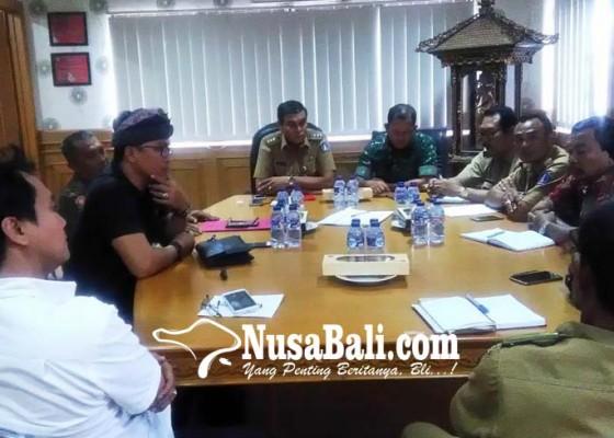 Nusabali.com - bahas-parkir-liar-camat-kutsel-panggil-lurah-dan-lpm