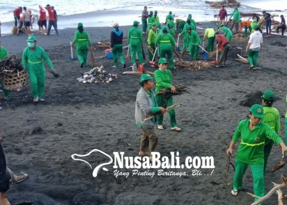 Nusabali.com - hujan-lebat-sampah-serbu-pantai