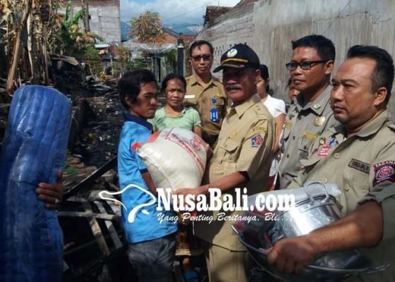Nusabali.com - korban-kebakaran-seririt-dibantu-keperluan-sehari-hari