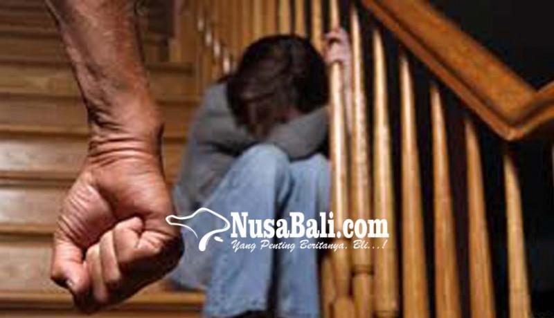 www.nusabali.com-istri-dipukul-galon-suami-dilaporkan