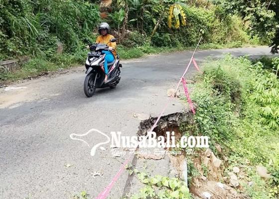 Nusabali.com - jalan-jalur-sambangan-sangket-ambles