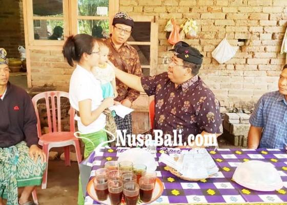 Nusabali.com - bupati-sambangi-keluarga-korban-penusukan