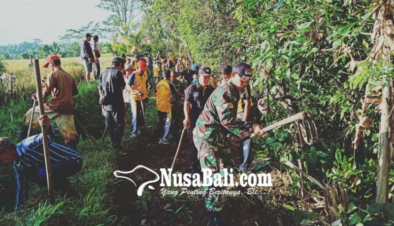 www.nusabali.com-polri-dan-tni-perbaiki-jalan-subak
