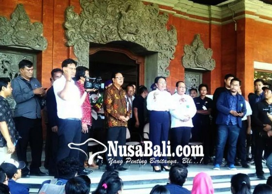 Nusabali.com - ratusan-mahasiswa-unud-tuntut-transparansi-keuangan