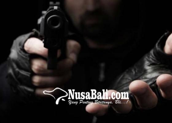 Nusabali.com - perampok-berpistol-sasar-minimarket-karyawan-ditodong