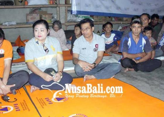 Nusabali.com - pengungsi-bukit-galah-pertanyakan-perbaikan-jalan