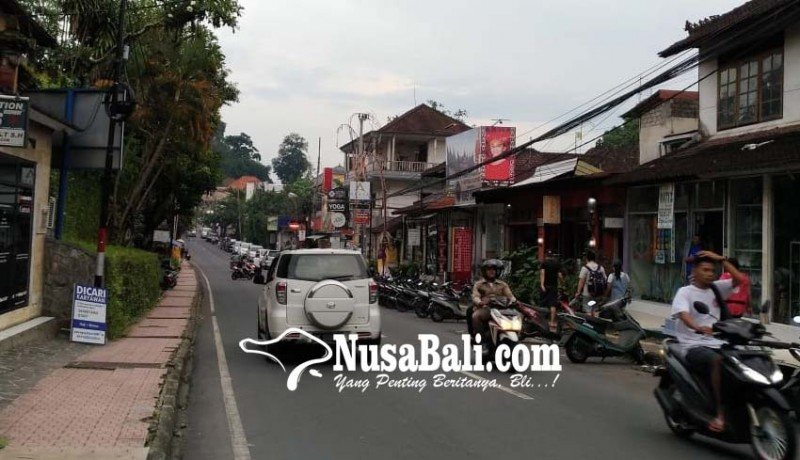 www.nusabali.com-parkir-di-ubud-kembali-liar