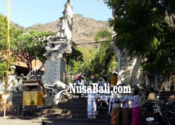 Nusabali.com - sebelum-naik-tangga-batu-kursi-wajib-tangkil-dulu-ke-pura-pemuteran