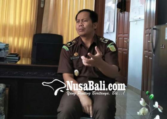 Nusabali.com - giliran-pengurus-lpd-selat-jadi-tersangka