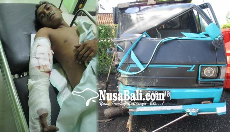www.nusabali.com-hantam-truk-sopir-pick-up-patah-tulang