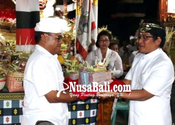 Nusabali.com - bupati-dan-wabup-hadiri-piodalan-pura-dalem-sedang
