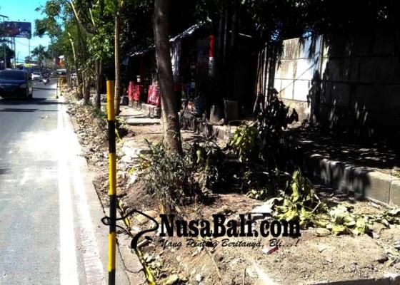 Nusabali.com - drainase-sekitar-pintu-tol-nusa-dua-diperbaiki