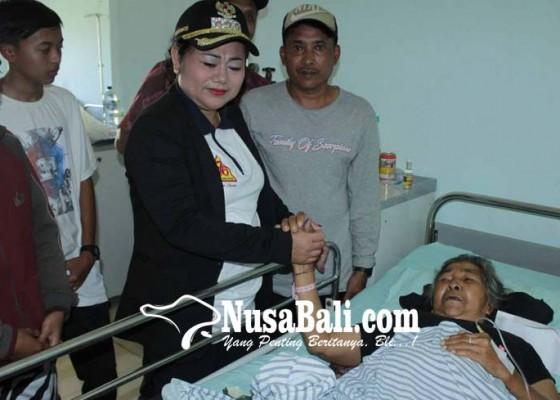 Nusabali.com - bupati-kunjungi-korban-erupsi