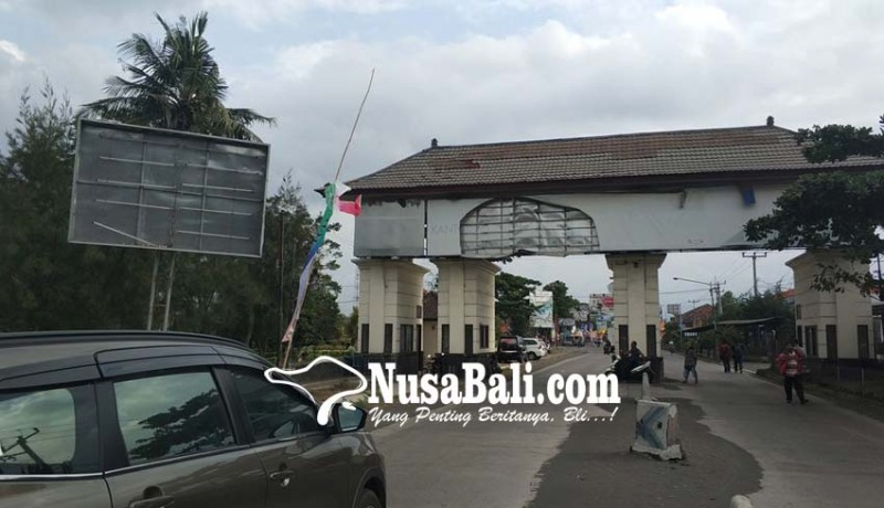 www.nusabali.com-gerbang-masuk-bali-terkesan-semrawut