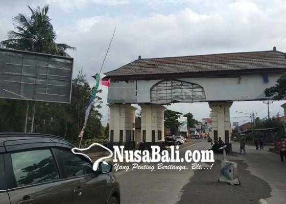 Nusabali.com - gerbang-masuk-bali-terkesan-semrawut