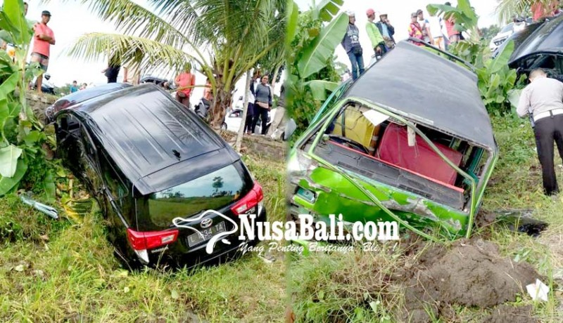 www.nusabali.com-adu-jangkrik-innova-dan-angkot-terjun-ke-sawah