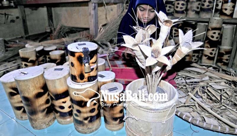 www.nusabali.com-kerajinan-pelepah-pisang