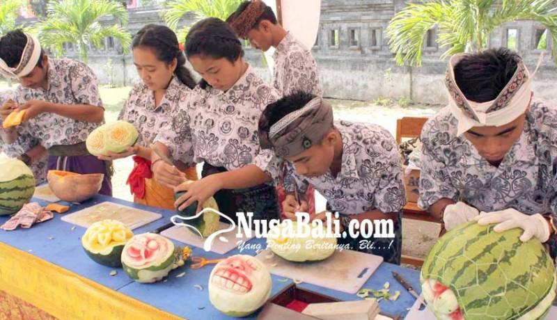 www.nusabali.com-siswa-jb-dibekali-ketrampilan-fruit-carving