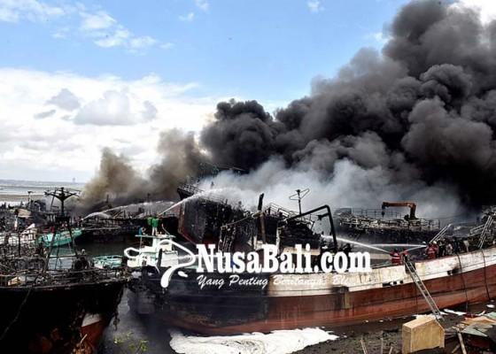 Nusabali.com - lagi-40-kapal-terbakar-di-benoa