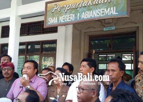 Nusabali.com - orangtua-siswa-datangi-sman-1-abiansemal