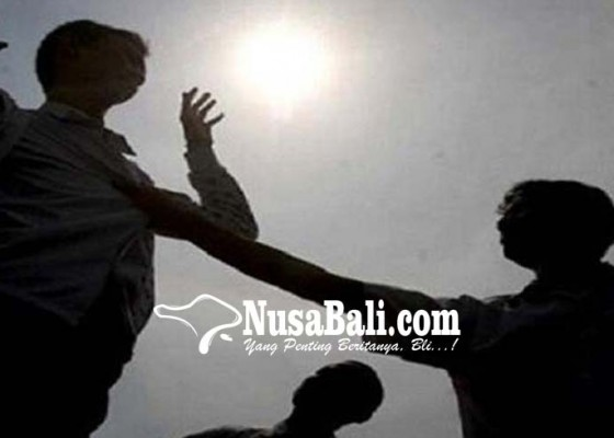 Nusabali.com - 3-oknum-shabara-keroyok-mahasiswa