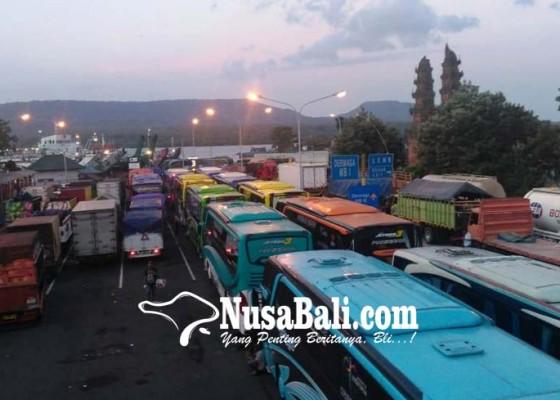 Nusabali.com - penyeberangan-dihentikan-hampir-2-jam