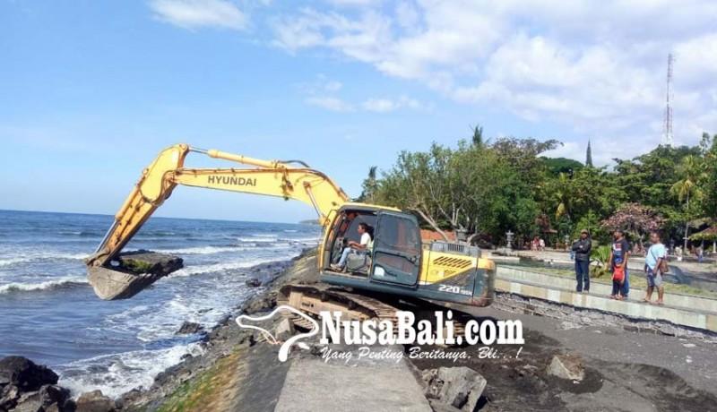 www.nusabali.com-akhirnya-kerusakan-tanggul-air-sanih-diperbaiki