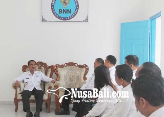 Nusabali.com - panen-cengkih-picu-peredaran-narkoba