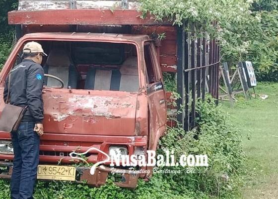 Nusabali.com - ditinggal-pemilik-truk-mangkrak-ditumbuhi-rumput-liar