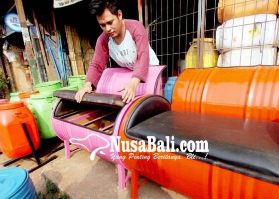 Nusabali.com - pemanfaatan-drum-bekas-menjadi-furnitur