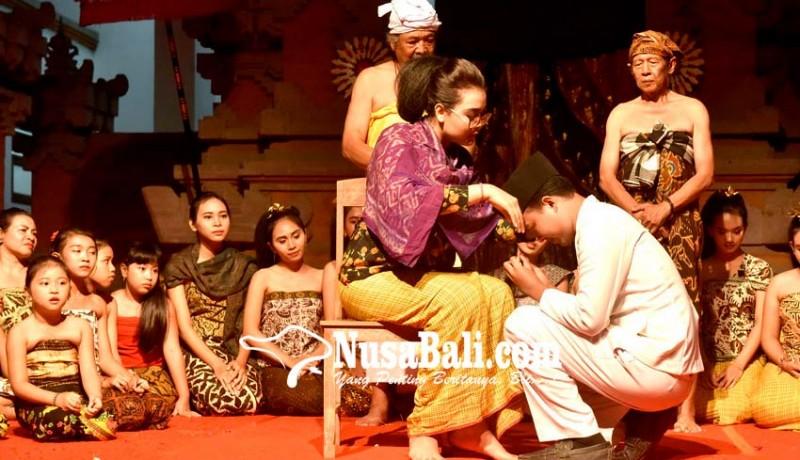 www.nusabali.com-simbol-spirit-pluralisme-dan-emansipasi-wanita