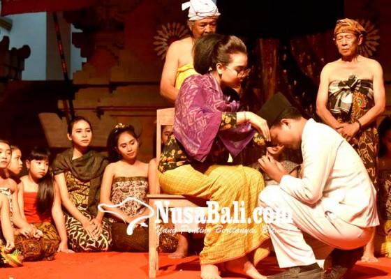Nusabali.com - simbol-spirit-pluralisme-dan-emansipasi-wanita