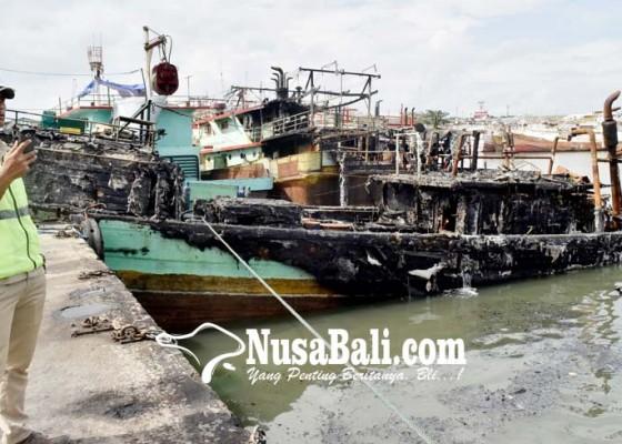 Nusabali.com - pasca-kebakaran-dlhk-denpasar-minta-tumpahan-oli-dilokalisir