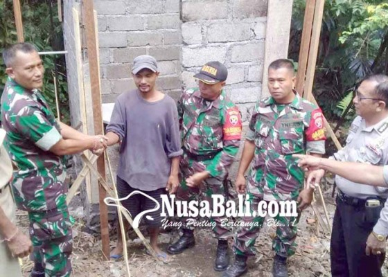 Nusabali.com - koramil-bebandem-bantu-buatkan-jamban