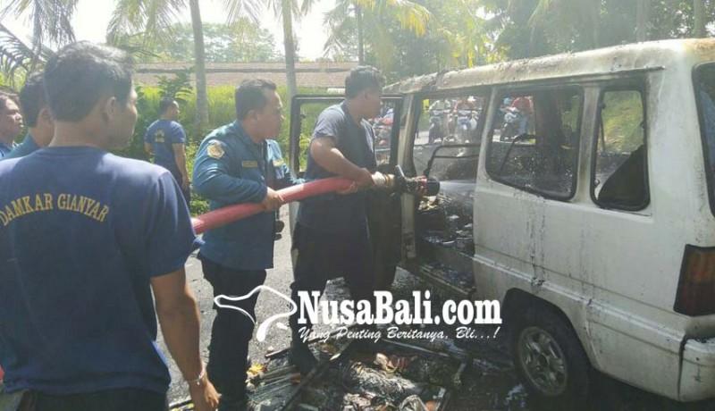 www.nusabali.com-diduga-mesin-korslet-mobil-carry-terbakar