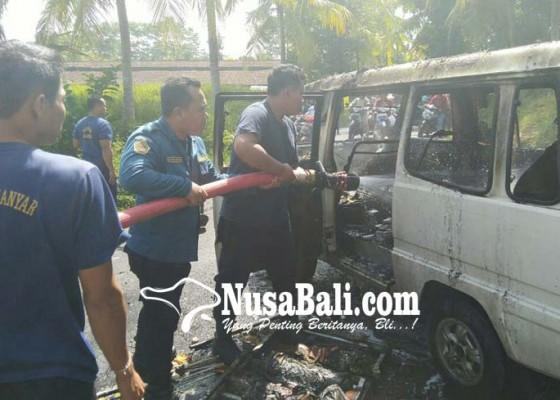 Nusabali.com - diduga-mesin-korslet-mobil-carry-terbakar