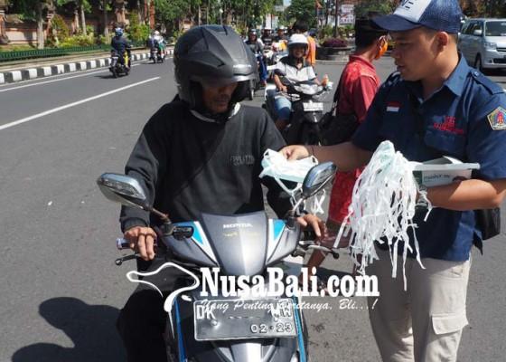 Nusabali.com - gianyar-terpapar-abu-petugas-bagikan-masker