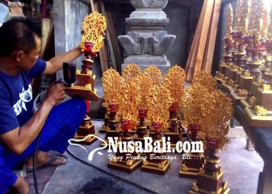 Nusabali.com - kerajinan-piala-berbahan-fiberglass