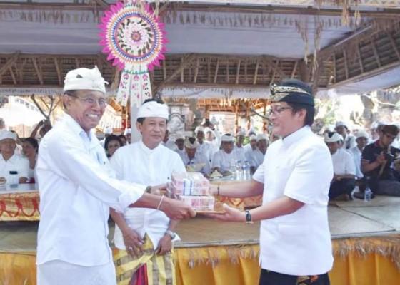 Nusabali.com - bupati-serahkan-dana-hibah-rp-800-juta