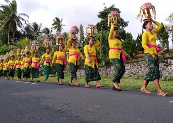 Nusabali.com - ngaturang-sesodan-di-griya-sakti-nyalian