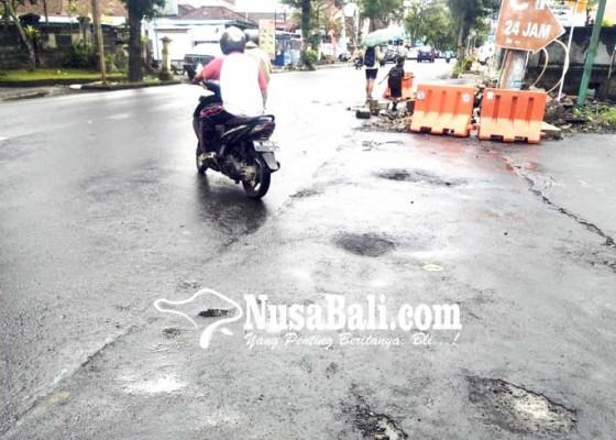 Nusabali.com - anggaran-perbaikan-drainase-rp-10-miliar