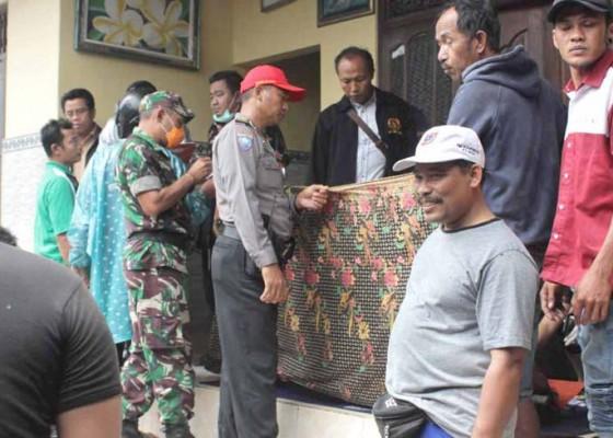 Nusabali.com - siapkan-ngaben-ayah-ditemukan-tewas-gantung-diri