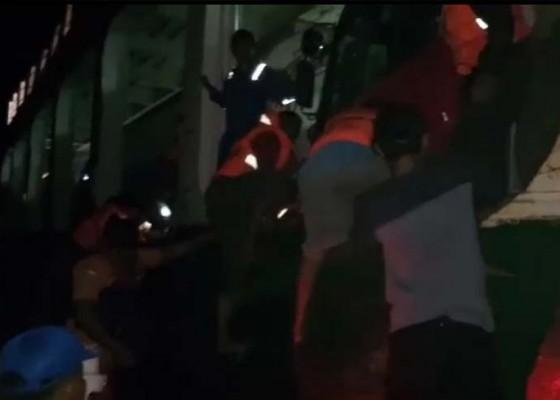 Nusabali.com - 28-penumpang-sempat-2-jam-terombang-ambing